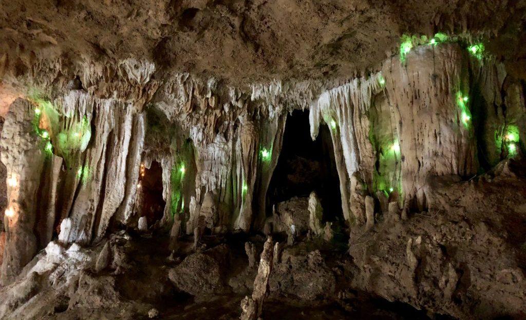 石垣島鍾乳洞のイルミネーション
