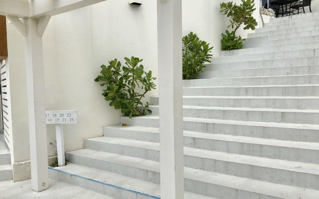 瀬長島ウミカジテラス階段