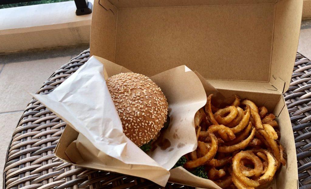 琉球和牛のクラシックハンバーガー