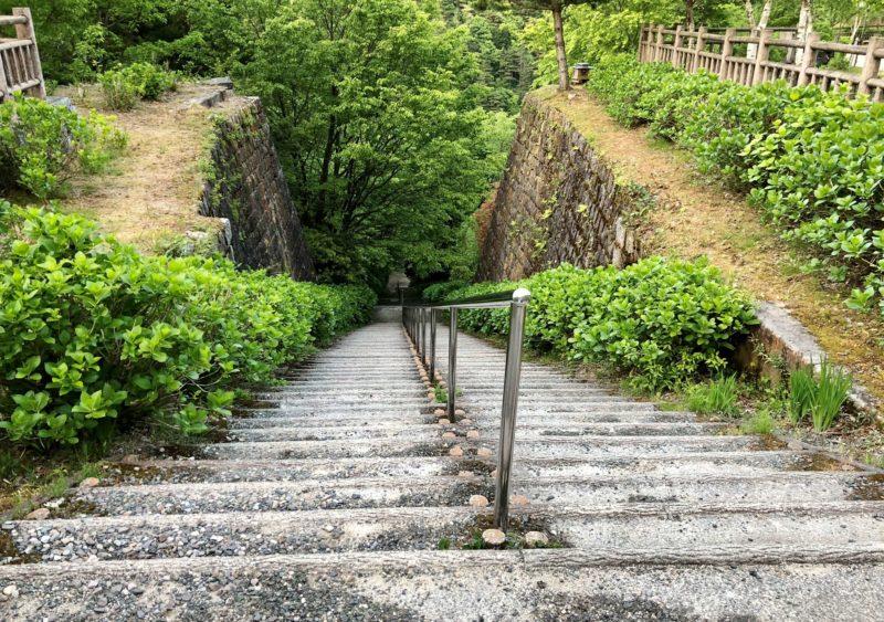 220段の長大階段(旧インクライン)