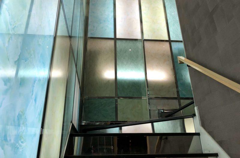せん金沢駅前 階段