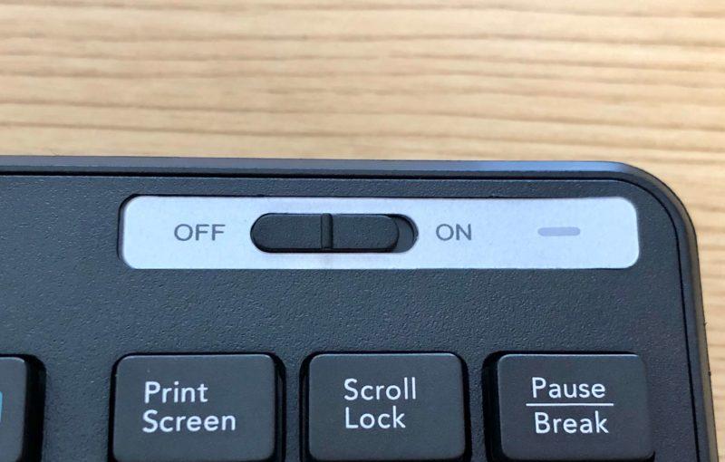 ELECOMのワイヤレスキーボードTK-FDM109Tは電源スイッチ付き