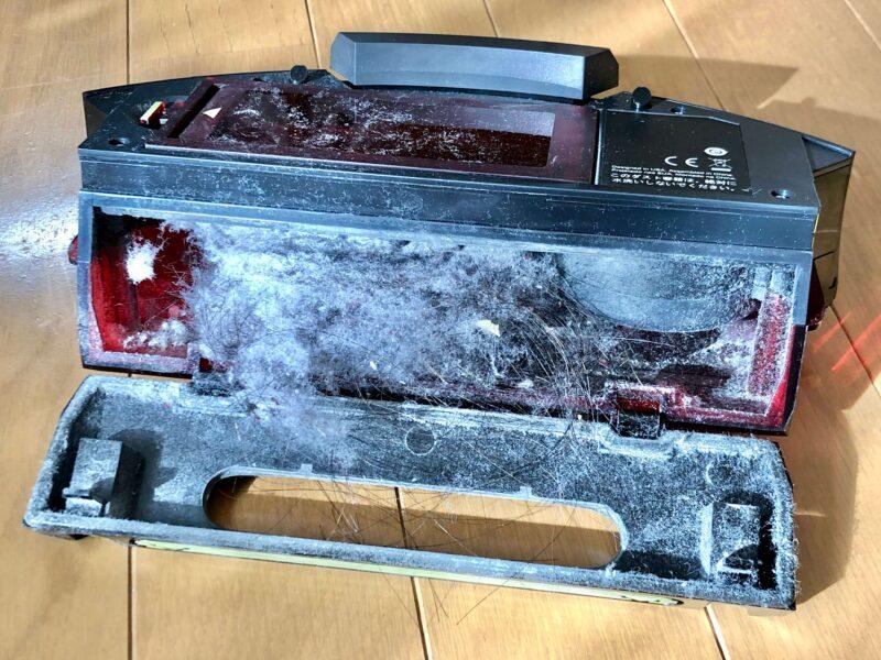 アイロボット ルンバ960で家中を掃除した後のダスト容器